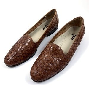 VTG TROTTERS brown woven leather loafers